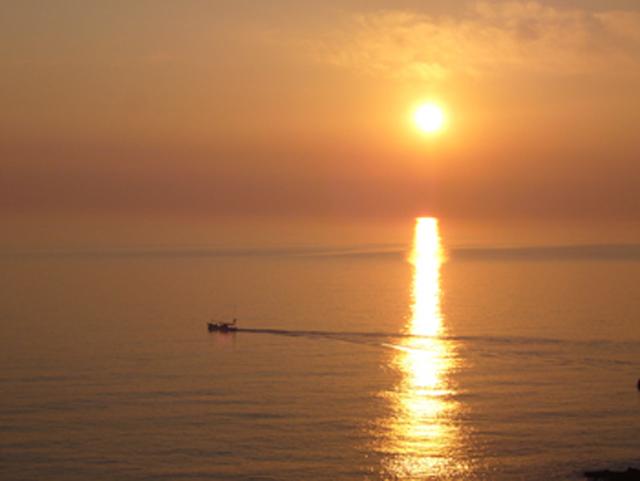 日本海に沈む壮大な夕陽