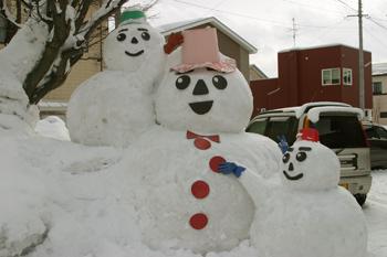 冬も楽しい黒石 『雪の降るさとかまくら2009』