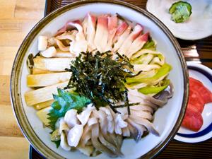 三沢市の新たな旬の味覚 三沢ほっき丼