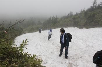 7月なのに、雪山登山!?