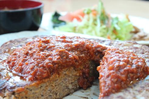 1kgの超ビッグハンバーグを完食できるか!