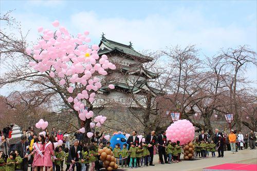これで見納め!?弘前城と桜並木