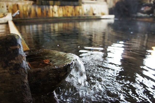 源泉湧き流しの秘湯「蔦温泉」