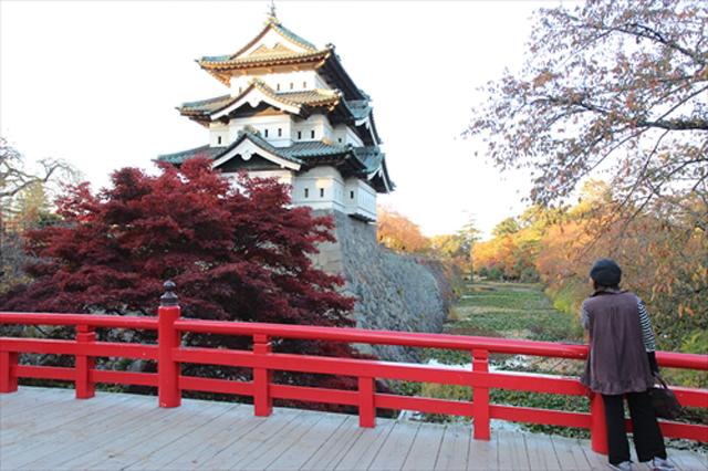 弘前城のお濠を歩いてみた。