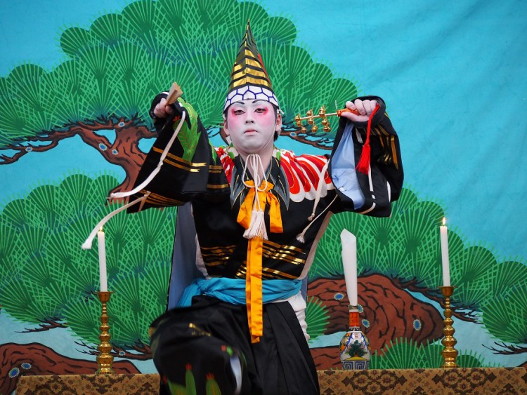 漁師が演じる漁村歌舞伎