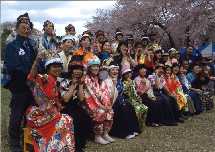 桜流鏑馬競技会に参加する女流騎手たち