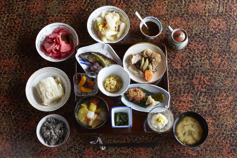 津軽の里の伝承料理を振る舞う