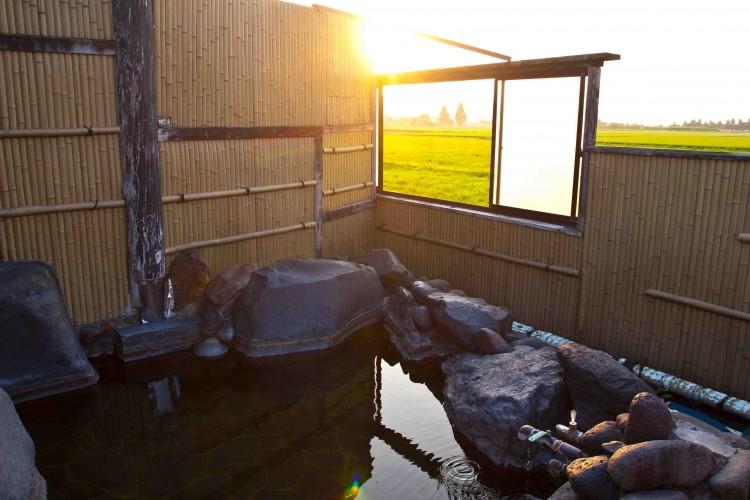 絶景が楽しめる!ポニー温泉の露天風呂