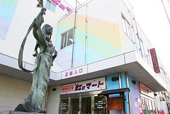 津軽駅前市場 「虹のマート」