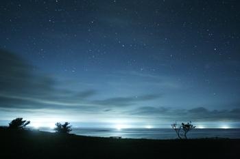 西海岸の満天星と漁り火2