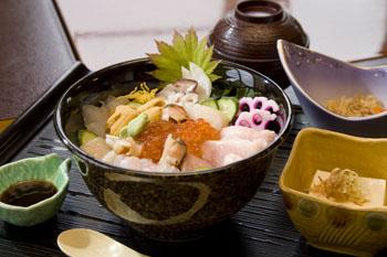 「御食事処 匠屋」の海鮮丼2