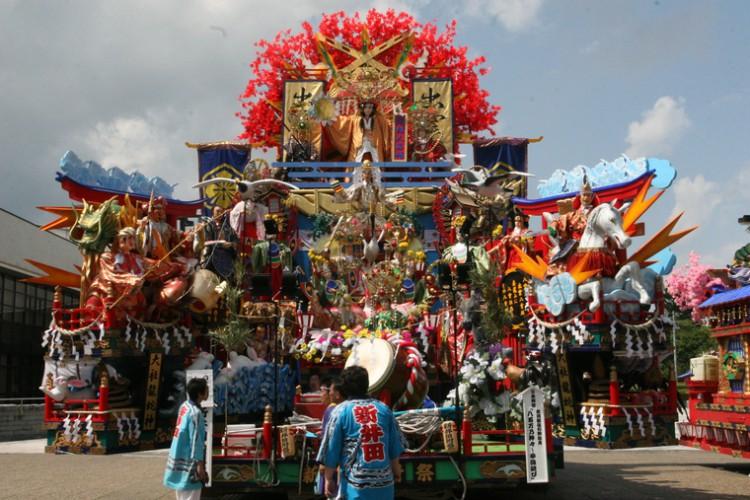 夏祭りの季節到来「八戸三社大祭」お通り