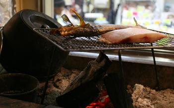 青森駅前の炭火焼き魚