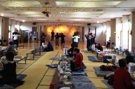 津軽の温泉deダンス!