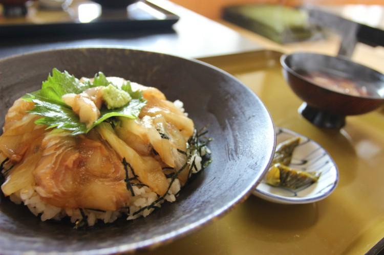 美味!鰺ヶ沢の平目の漬丼!