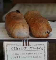 小湊駅前の小さなパン屋さん