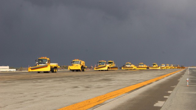 今冬も青森空港の除雪隊が出動しました