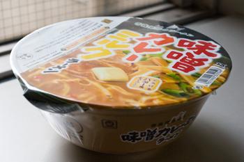 カップ麺「味噌カレーミルクラーメン」