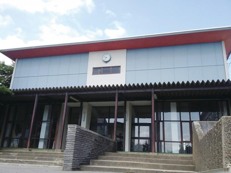弘前中央高等学校講堂