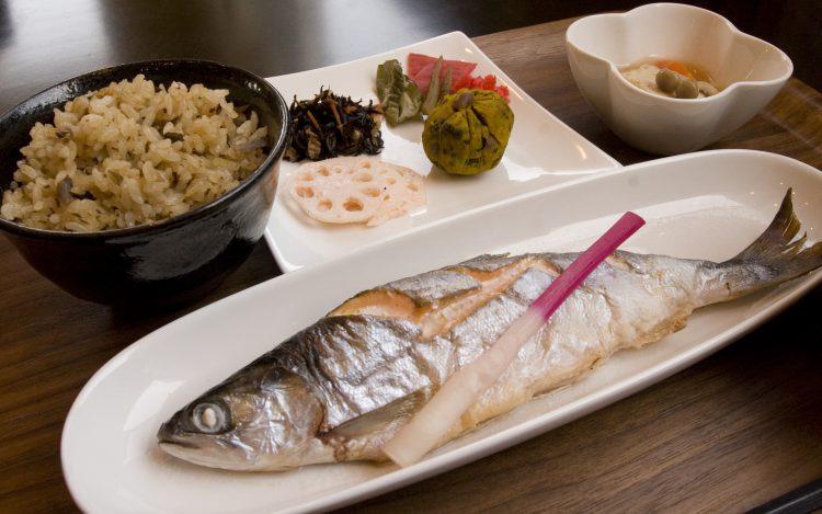 十和田湖特産ひめますの焼魚定食