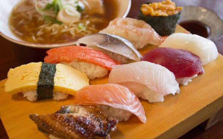 やよい寿司のラーメンセット