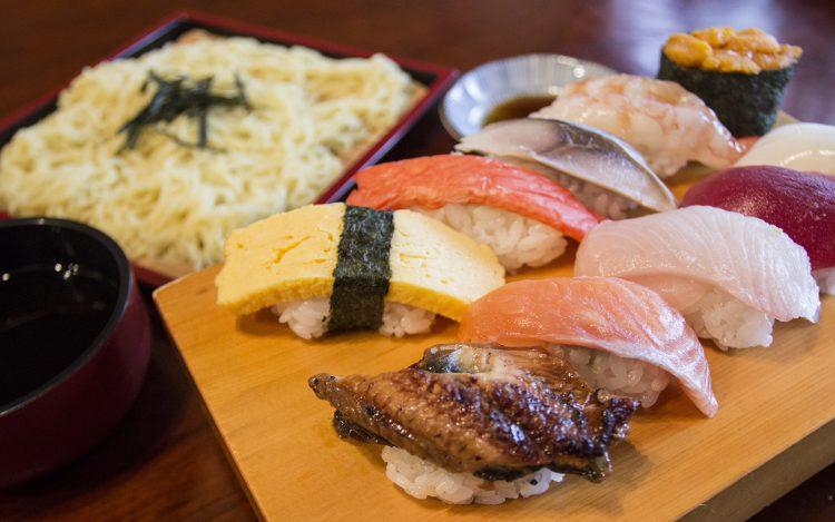 やよい寿司のザル中華セット