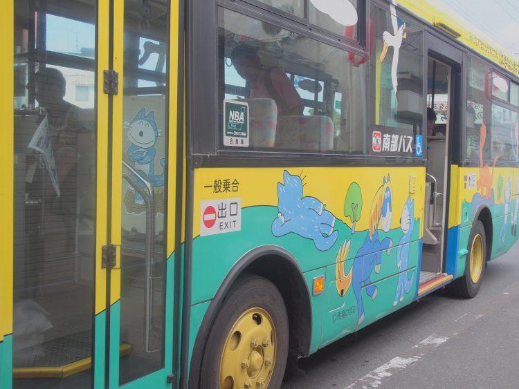 三戸町11ぴきのねこラッピングバス