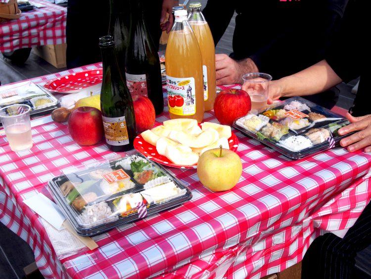 「りんご畑ピクニック」の食事内容