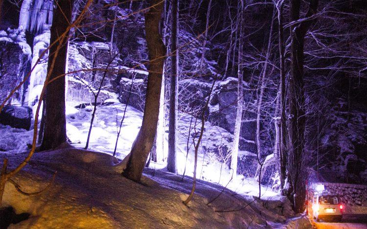 奥入瀬渓流氷瀑ツアーライトアップ照明車
