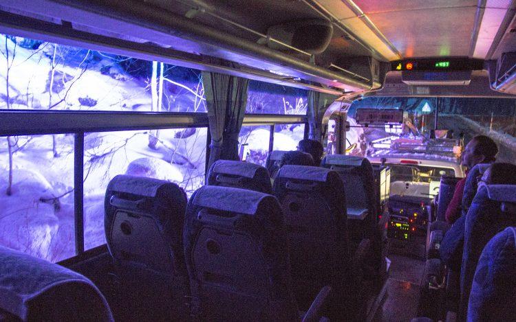奥入瀬渓流氷瀑ツアーバス車内