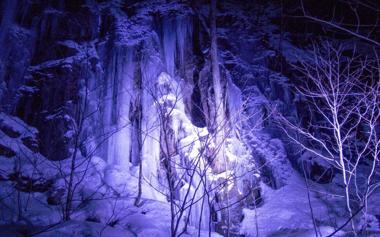 馬門岩の氷瀑ライトアップ