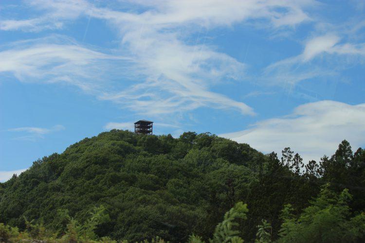西目屋村、不識塔遠景