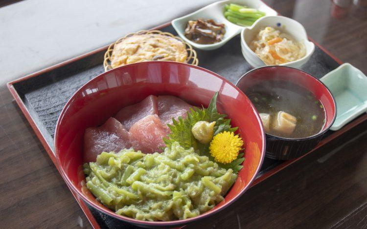 レストハウス竜飛 寿恵盛屋_寿恵盛丼2(マグロとミズのたたき)