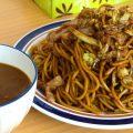 大盛焼きそばに、カレーをトッピング!?「原田製麺」