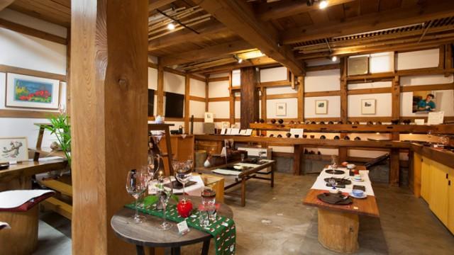 創業100年以上の萬荒物屋の目利きが営む蔵の店「与志む良」