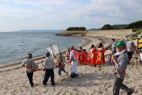悪疫を海へ流す深浦町大間越の春日祭り
