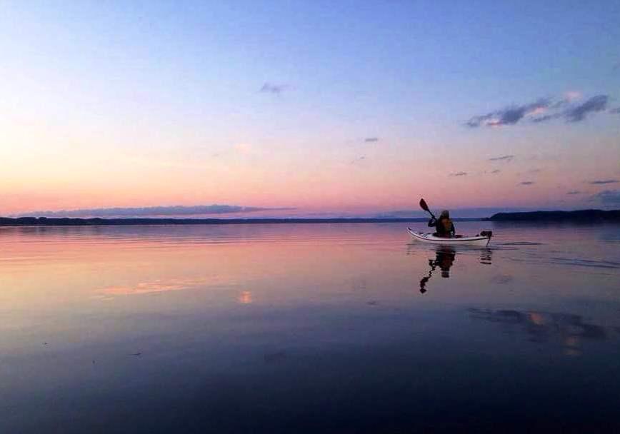 カヤックで、湖水散策を楽しみませんか?