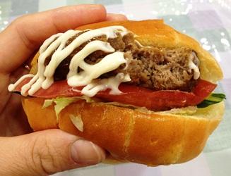 倉石牛サンド&七戸バーガーでパワーチャージ!