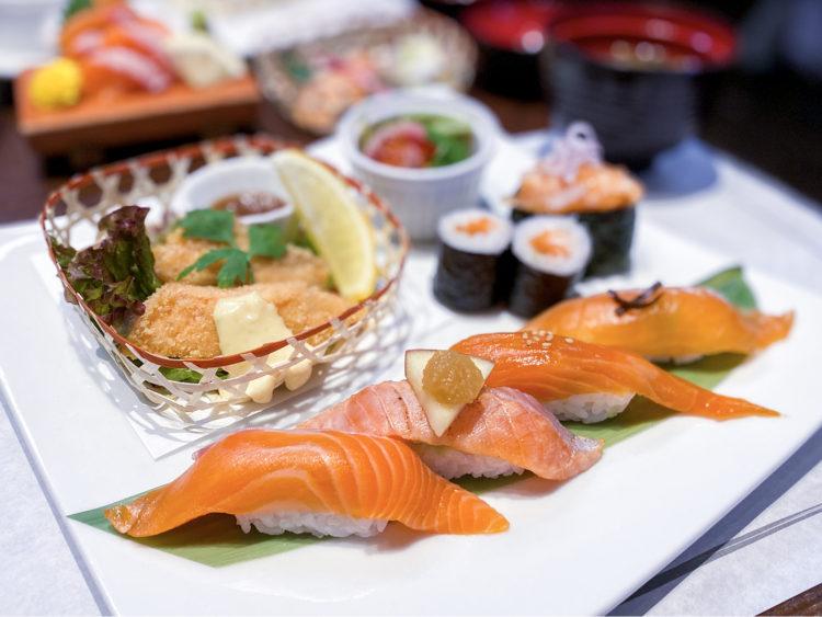 あすか鮨グループ店舗の寿司プレート
